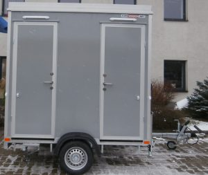 Toilettenwagen im Transportmodus