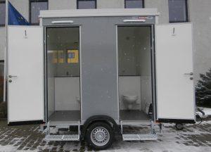 Toilettenwagen im aufgebauten Zustand
